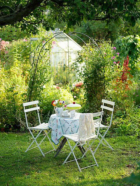 обеденный стол на даче декор