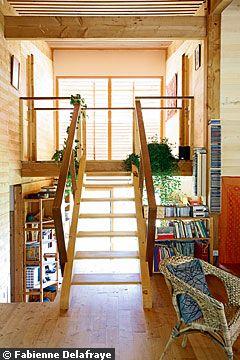 экодом во франции деревянная лестница интерьер