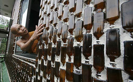 Из стеклянных бутылок своими руками фото