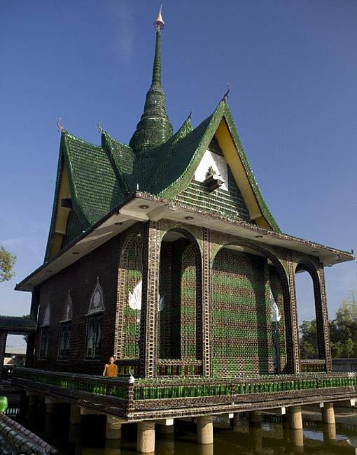Храм здание из пивных бутылок