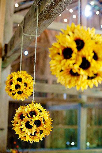 Цветочный декор - шары из подсолнушков