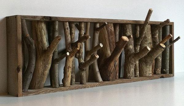 Вешалка для одежды из деревянных палок