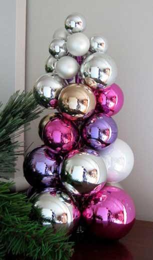 Елка из новогодних шаров