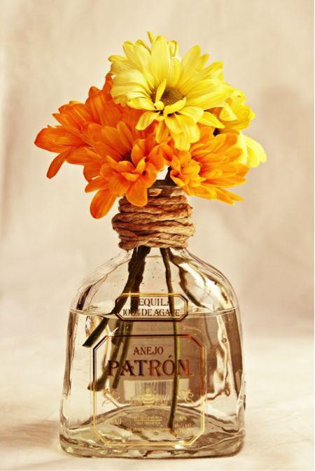 Букет цветов в винной бутылке