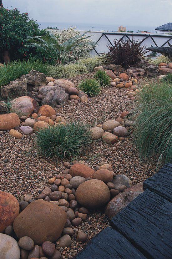 Вариант использования камней в сухом ручье